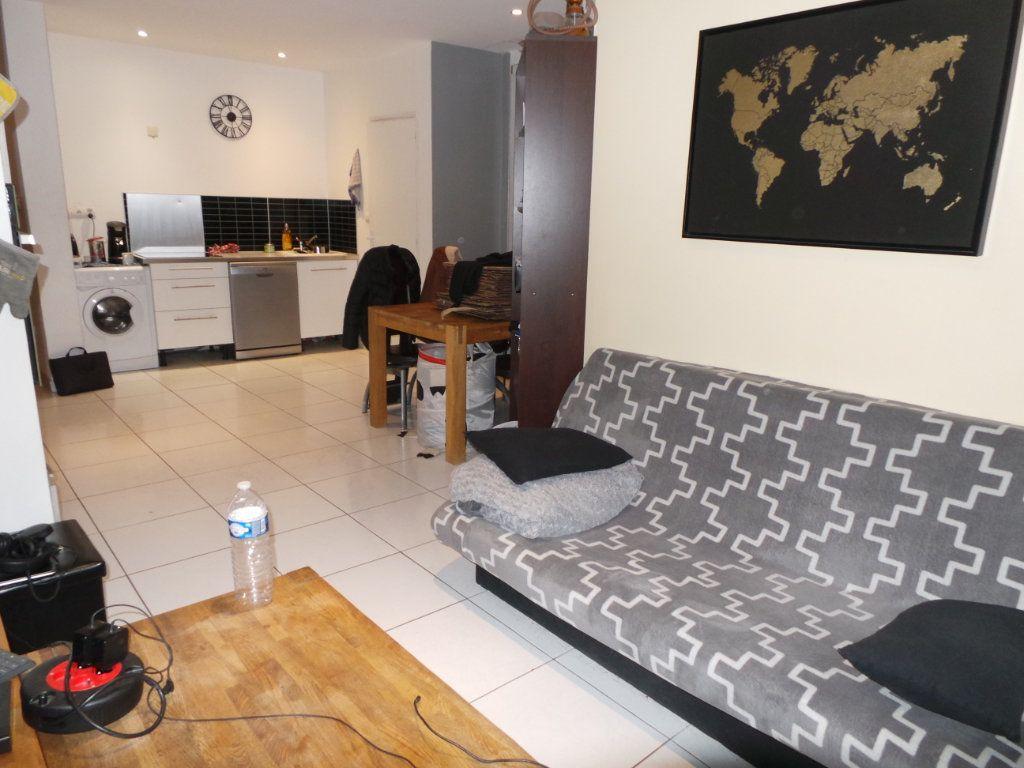 Appartement à louer 2 40.9m2 à Toulon vignette-1