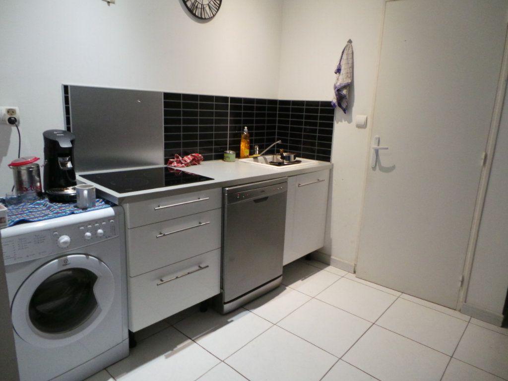 Appartement à louer 2 40.9m2 à Toulon vignette-3