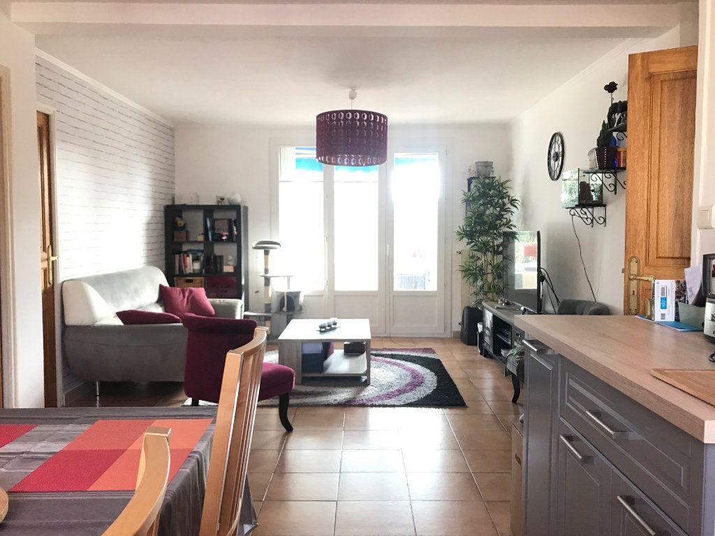 Appartement à louer 3 62.87m2 à Toulon vignette-3