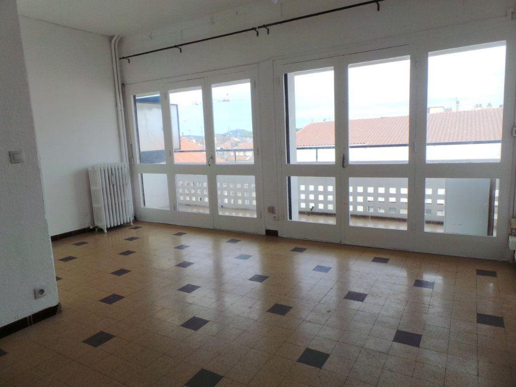 Appartement à louer 1 29m2 à Toulon vignette-2