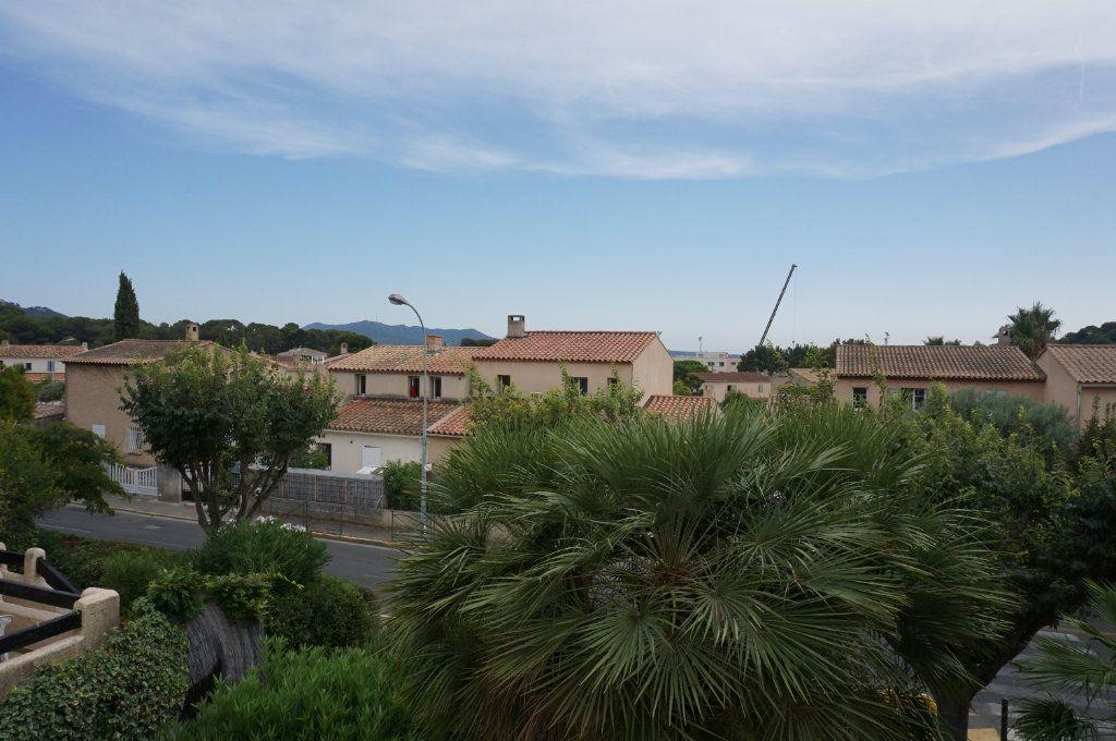 Appartement à vendre 3 59.75m2 à Sanary-sur-Mer vignette-1