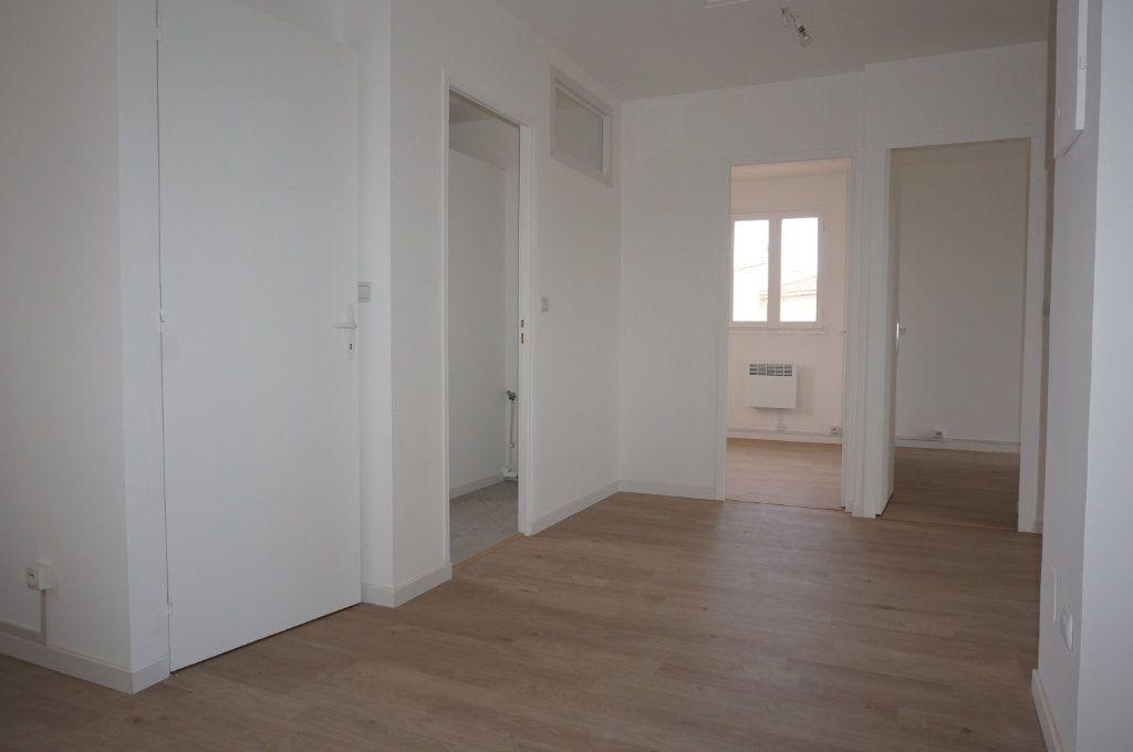 Appartement à vendre 3 59.75m2 à Sanary-sur-Mer vignette-3