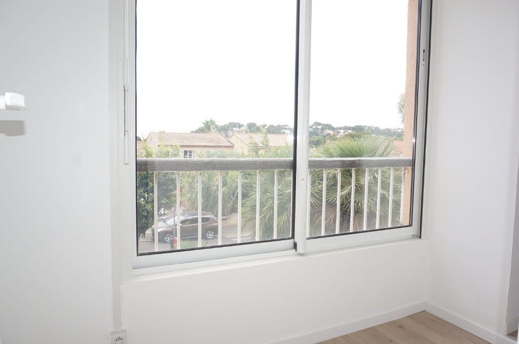 Appartement à vendre 3 59.75m2 à Sanary-sur-Mer vignette-8