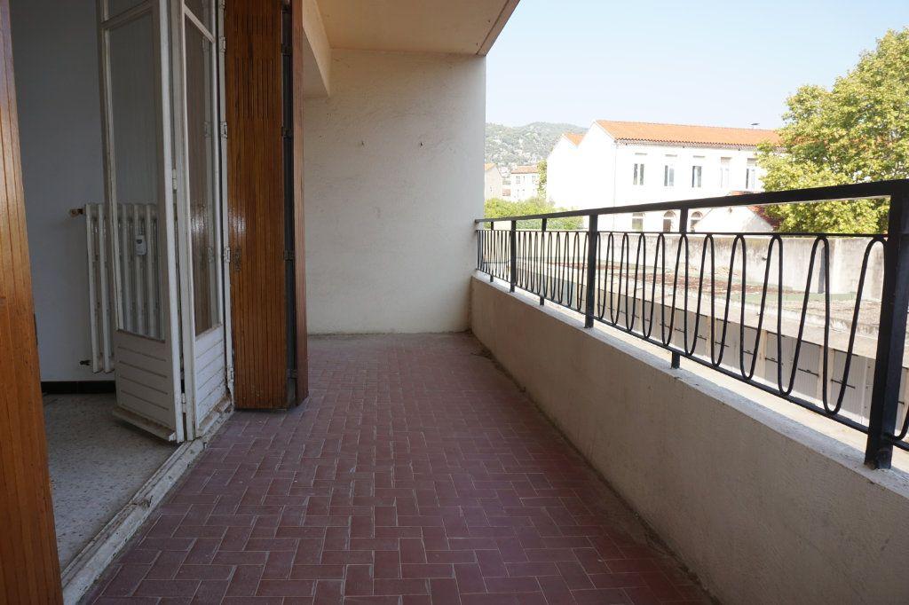 Appartement à vendre 3 75m2 à Toulon vignette-3