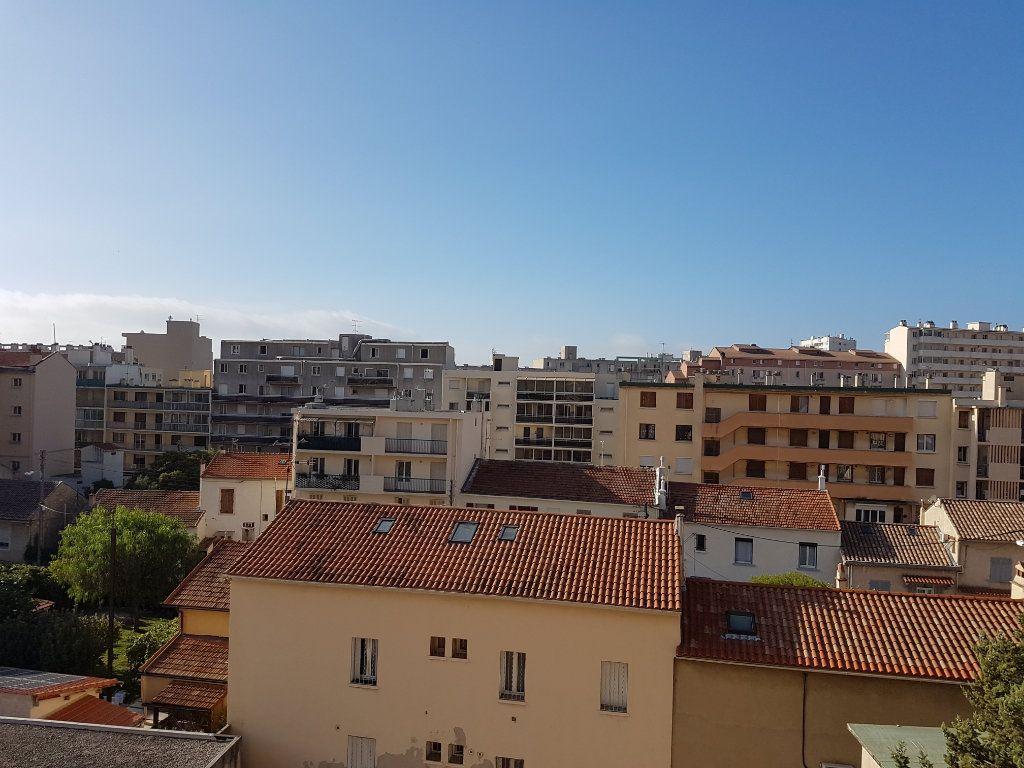 Appartement à louer 2 38.5m2 à Toulon vignette-2