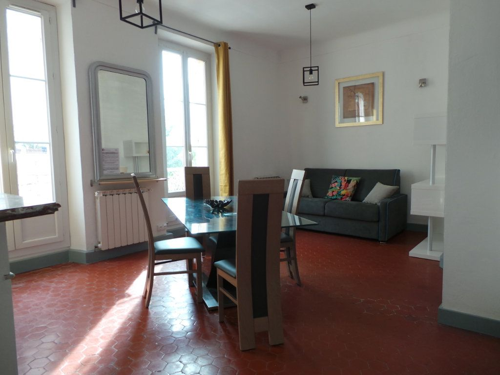 Appartement à louer 3 82.3m2 à Toulon vignette-2
