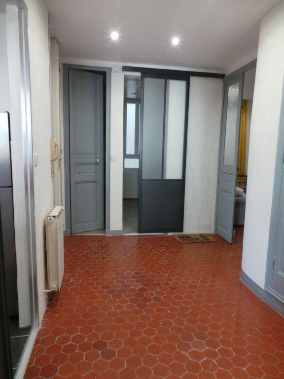 Appartement à louer 3 82.3m2 à Toulon vignette-3