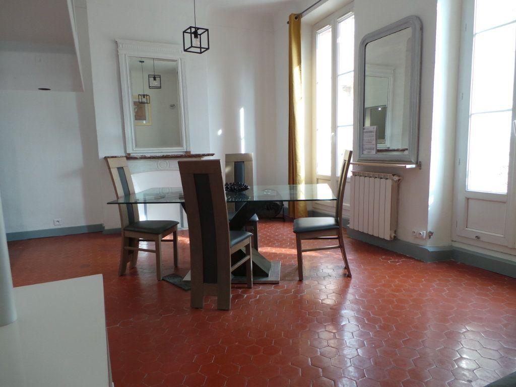 Appartement à louer 3 82.3m2 à Toulon vignette-4