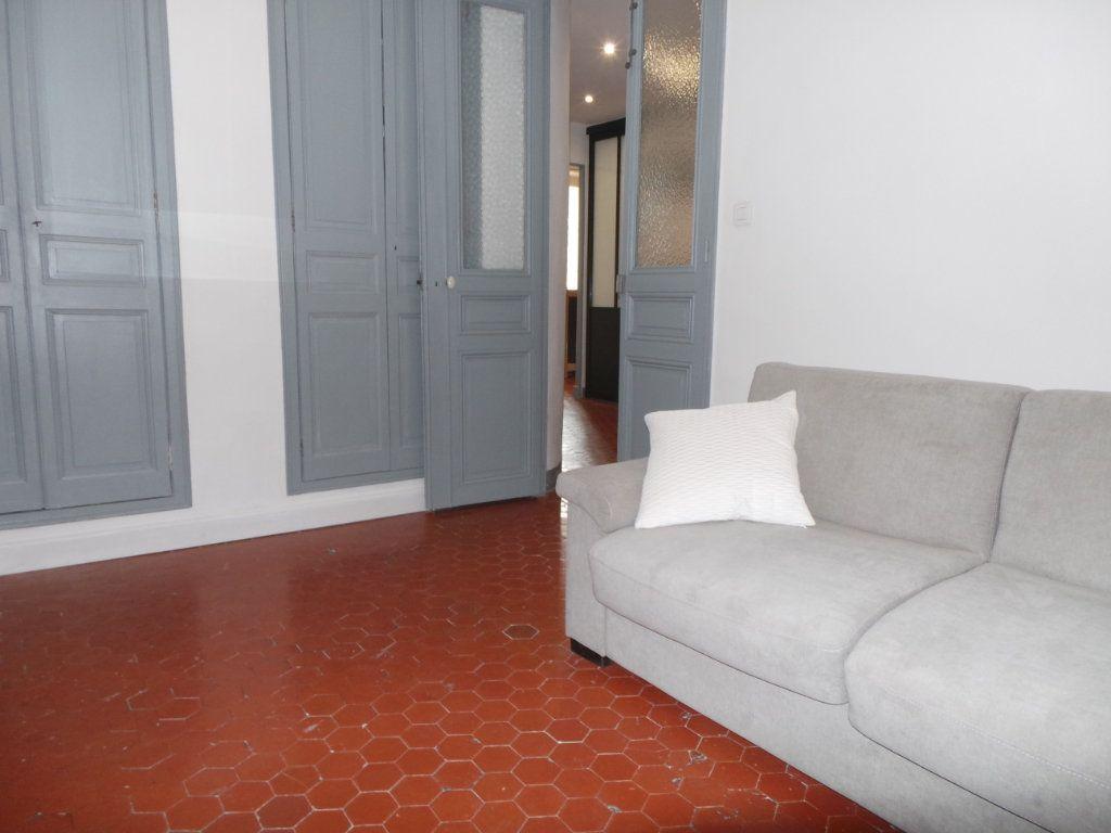 Appartement à louer 3 82.3m2 à Toulon vignette-6