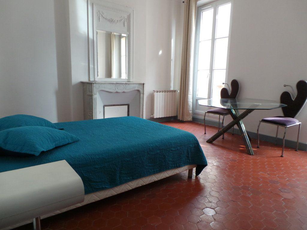 Appartement à louer 3 82.3m2 à Toulon vignette-7
