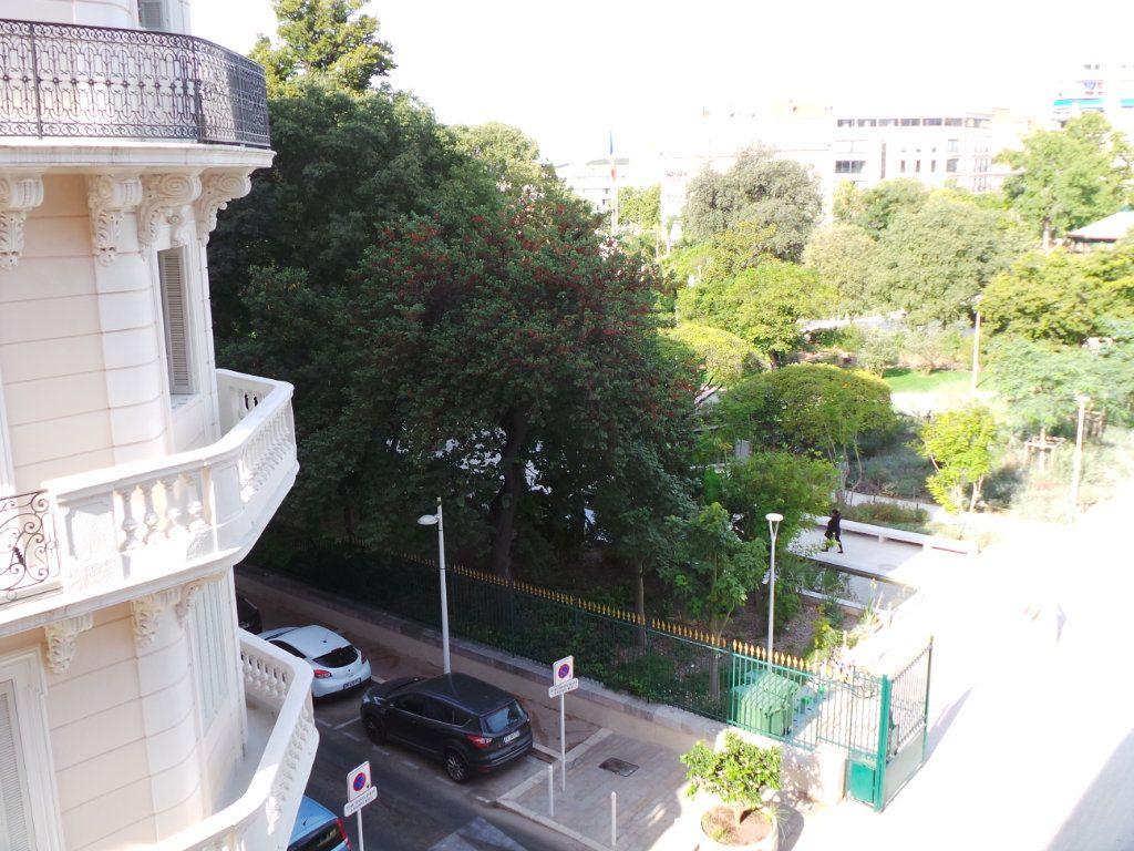 Appartement à louer 3 82.3m2 à Toulon vignette-10