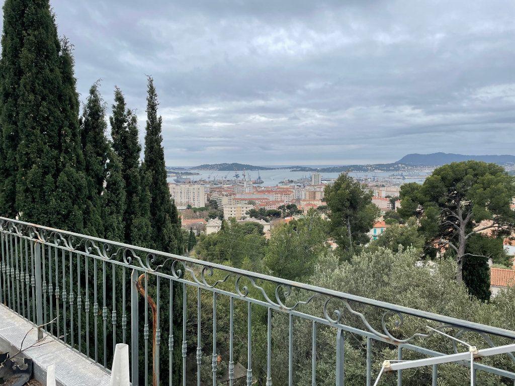 Maison à vendre 7 180m2 à Toulon vignette-1