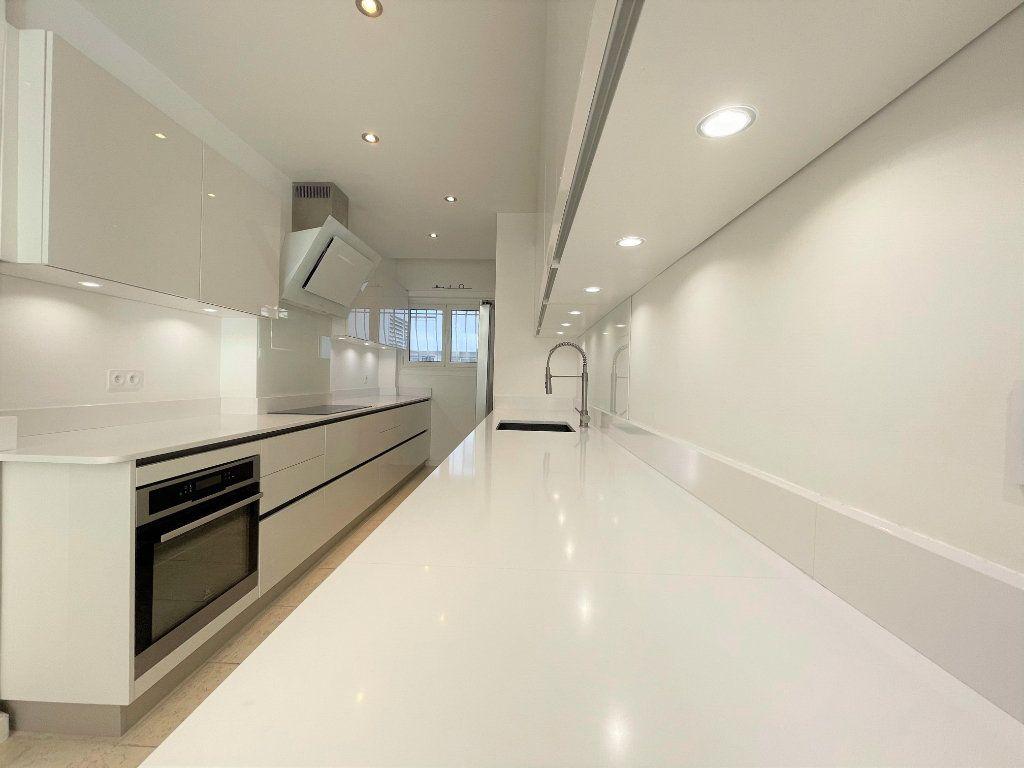 Appartement à vendre 5 133.61m2 à Toulon vignette-2