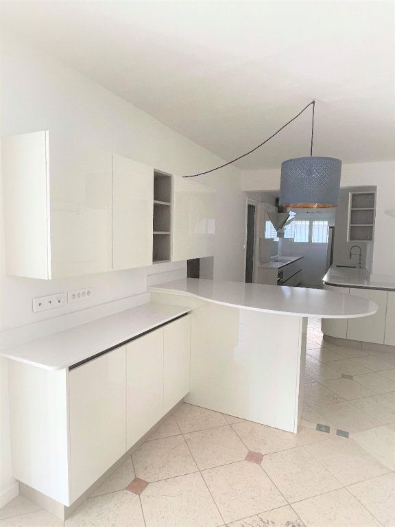 Appartement à vendre 5 133.61m2 à Toulon vignette-3