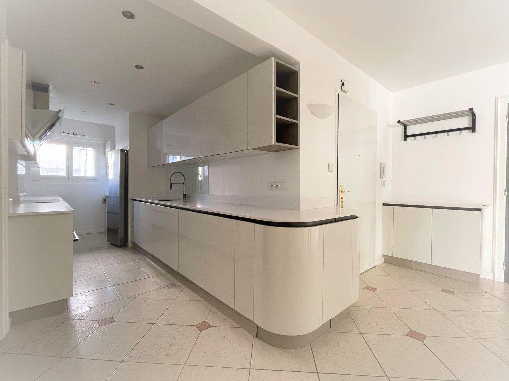 Appartement à vendre 5 133.61m2 à Toulon vignette-4