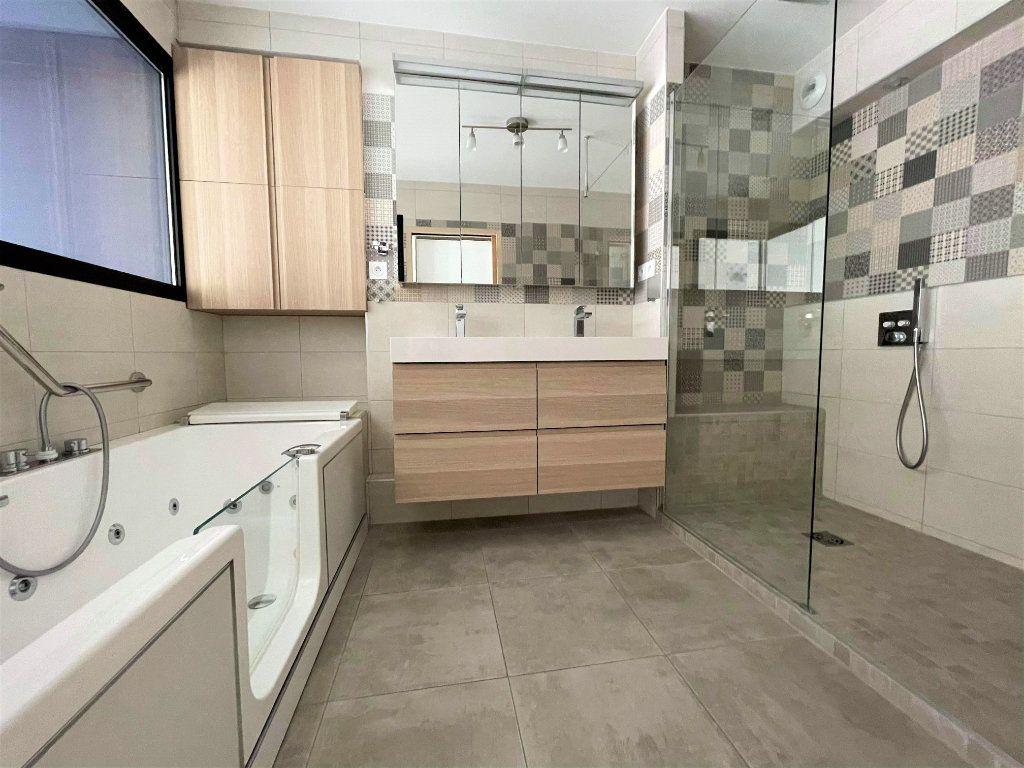 Appartement à vendre 5 133.61m2 à Toulon vignette-5