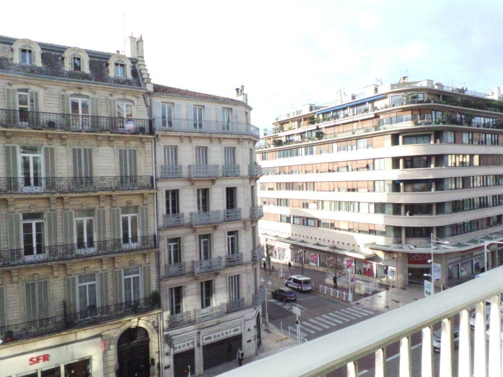 Appartement à vendre 5 133.61m2 à Toulon vignette-6