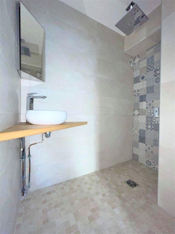 Appartement à vendre 5 133.61m2 à Toulon vignette-9