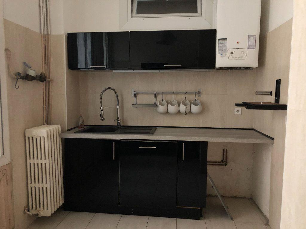 Appartement à louer 5 109.45m2 à Toulon vignette-4