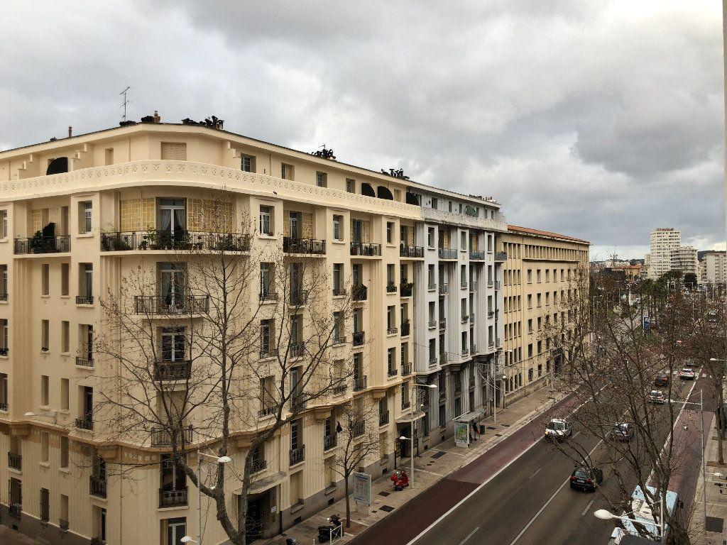 Appartement à louer 5 109.45m2 à Toulon vignette-7