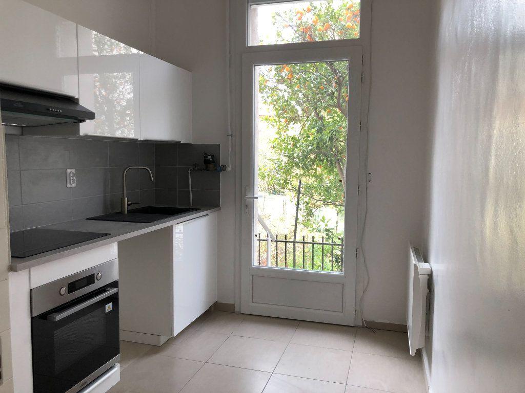 Appartement à louer 2 55m2 à Toulon vignette-1