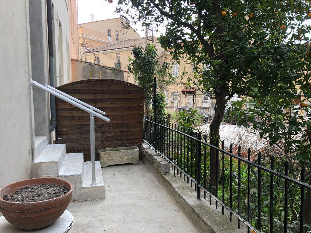 Appartement à louer 2 55m2 à Toulon vignette-2