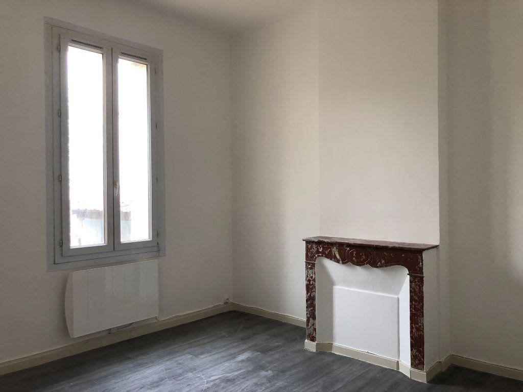 Appartement à louer 2 55m2 à Toulon vignette-3