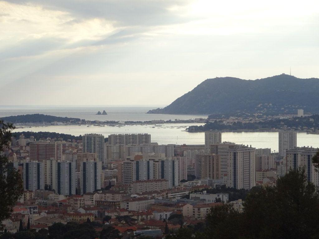 Maison à vendre 6 135m2 à Toulon vignette-1