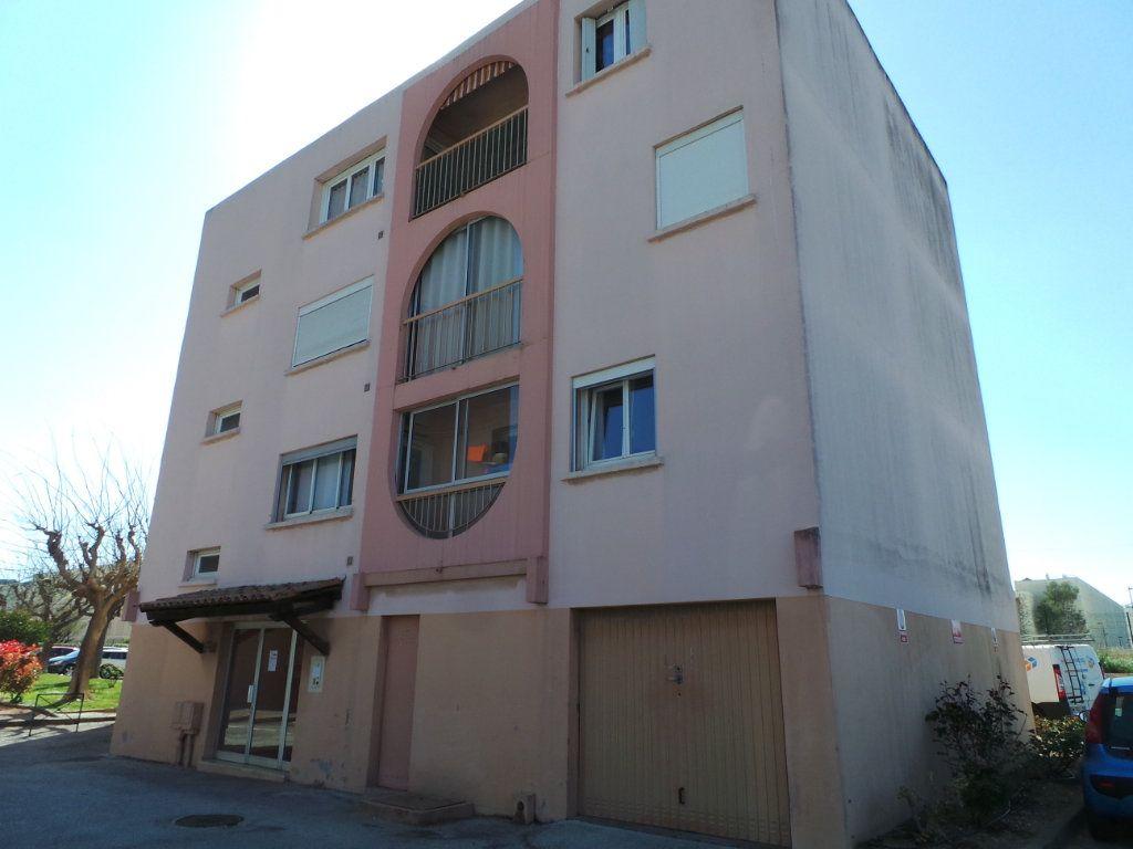 Appartement à louer 3 67.18m2 à La Seyne-sur-Mer vignette-1