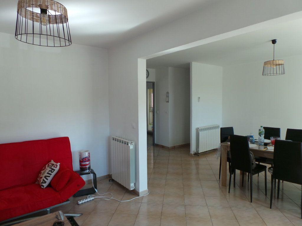 Appartement à louer 3 67.18m2 à La Seyne-sur-Mer vignette-2