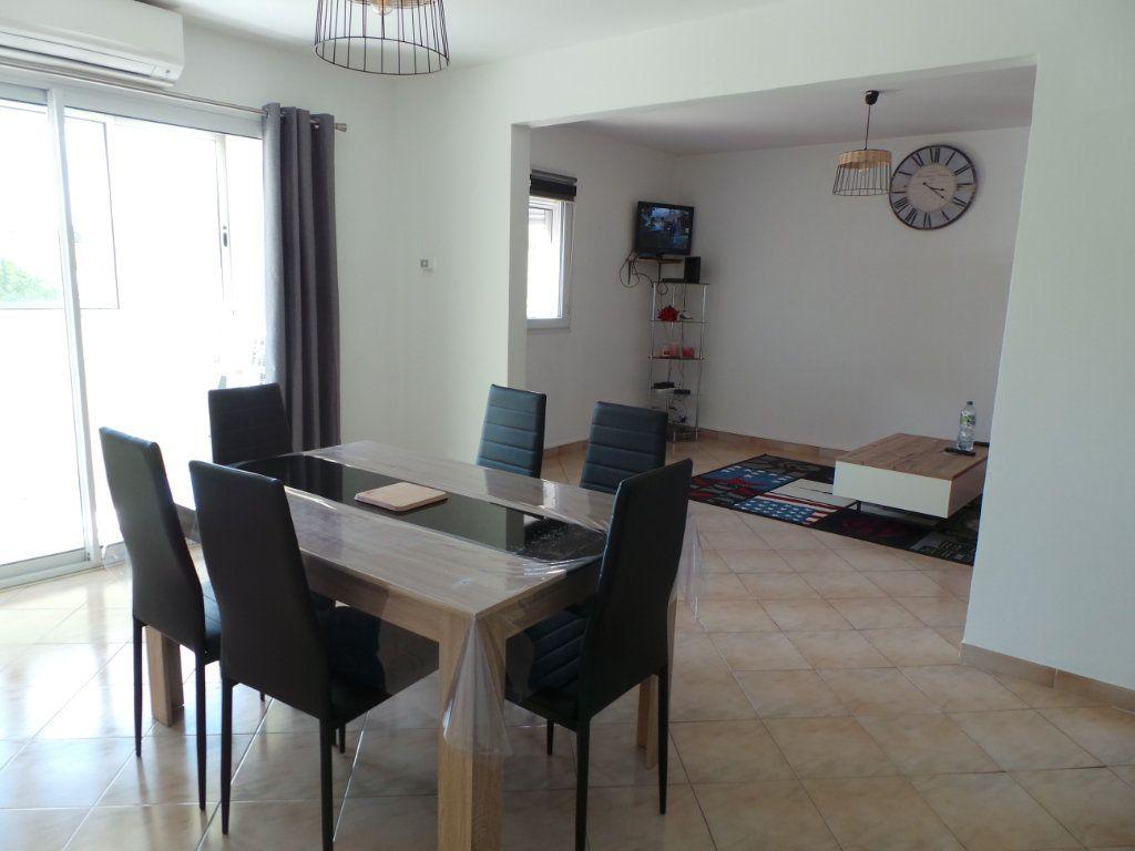 Appartement à louer 3 67.18m2 à La Seyne-sur-Mer vignette-3