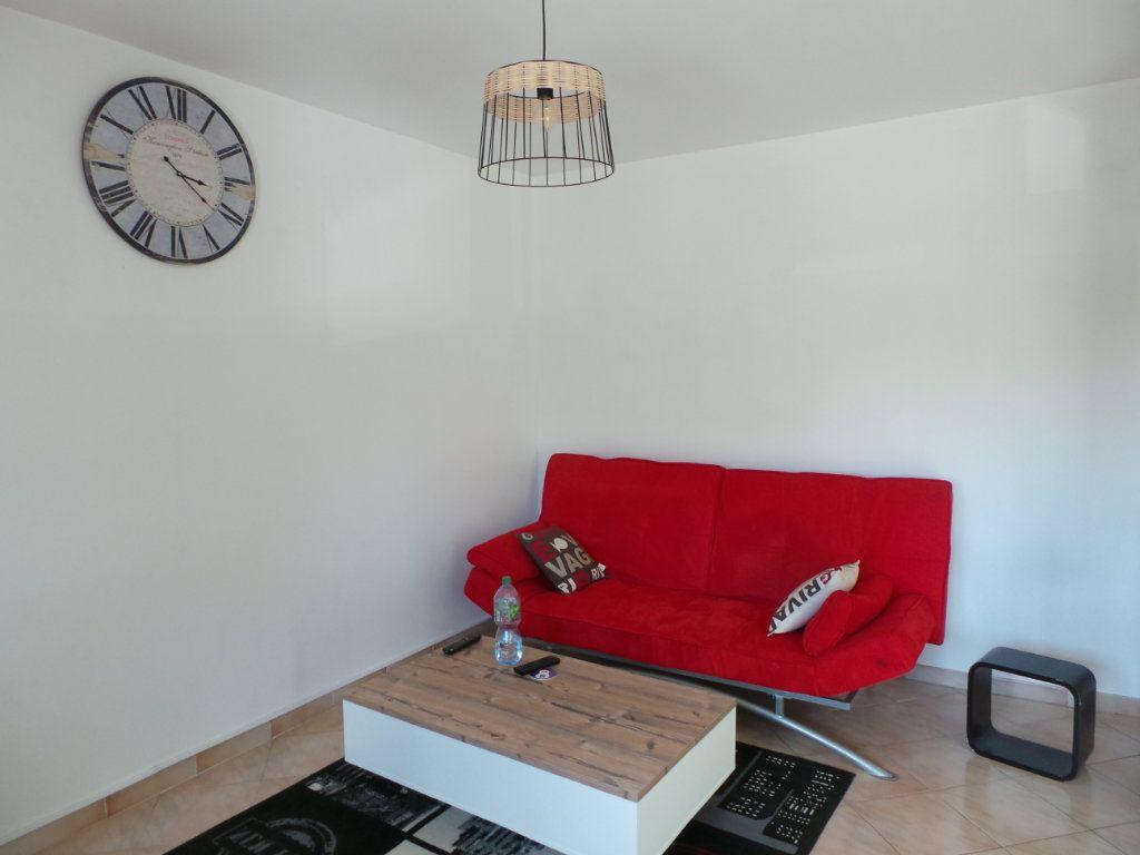 Appartement à louer 3 67.18m2 à La Seyne-sur-Mer vignette-4