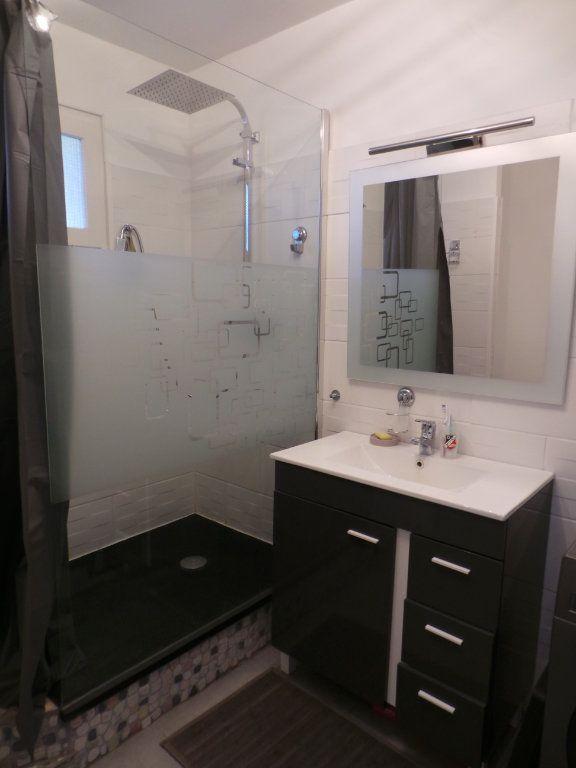 Appartement à louer 3 67.18m2 à La Seyne-sur-Mer vignette-9