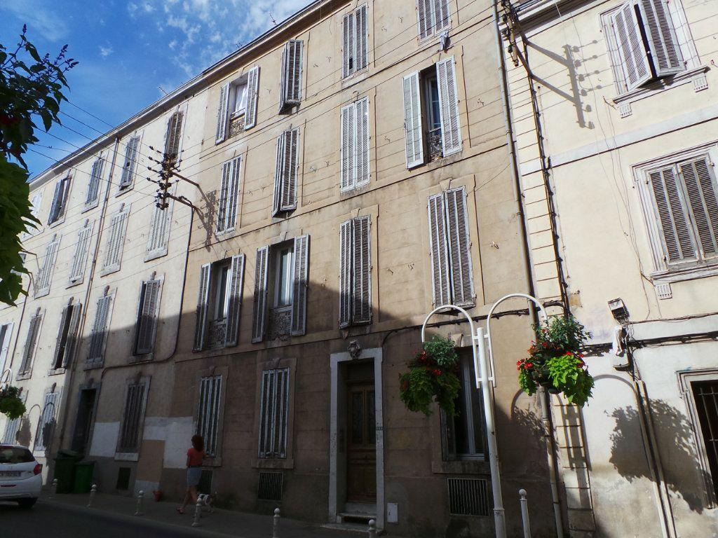 Appartement à louer 2 27.15m2 à Toulon vignette-1