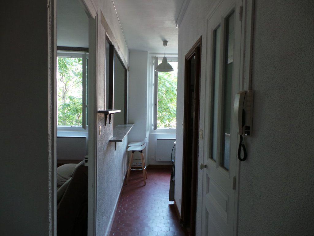 Appartement à louer 2 27.15m2 à Toulon vignette-3