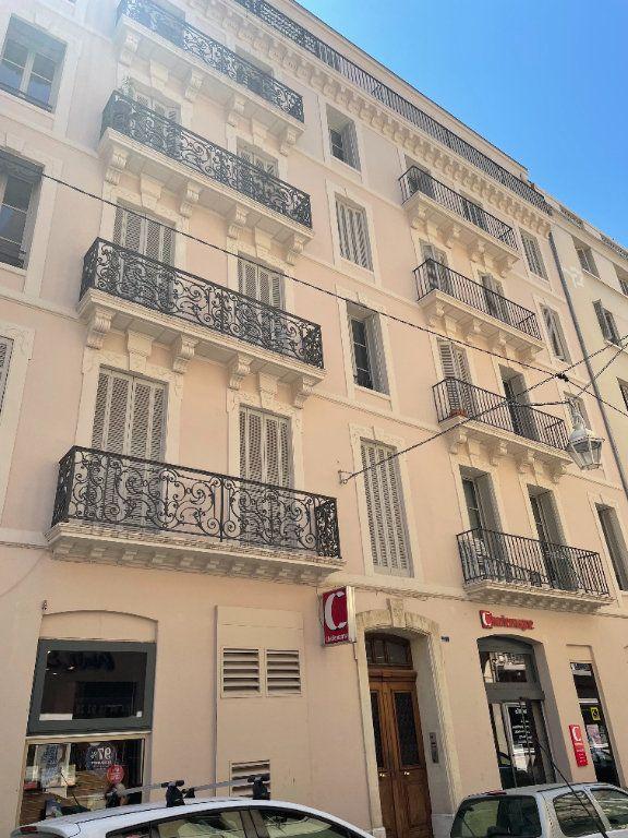 Appartement à louer 3 58.5m2 à Toulon vignette-1