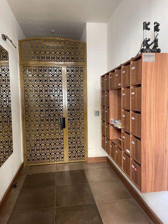 Appartement à louer 3 58.5m2 à Toulon vignette-2