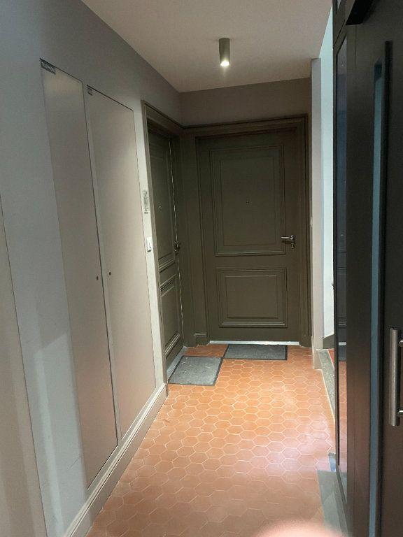 Appartement à louer 3 58.5m2 à Toulon vignette-3