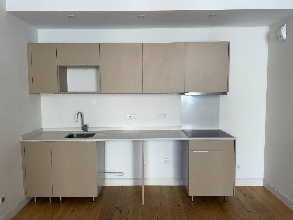 Appartement à louer 3 58.5m2 à Toulon vignette-4