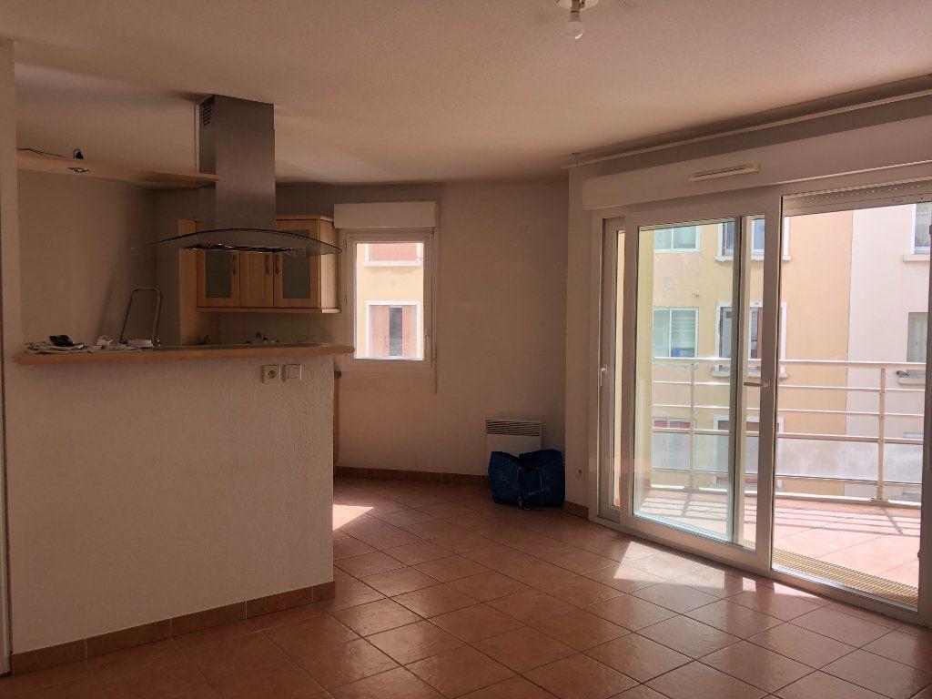 Appartement à louer 3 60.09m2 à Toulon vignette-1