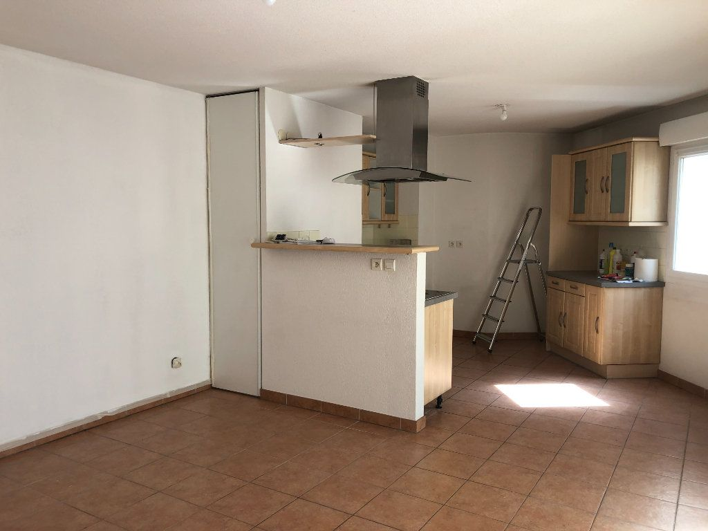 Appartement à louer 3 60.09m2 à Toulon vignette-3