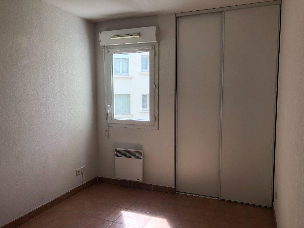 Appartement à louer 3 60.09m2 à Toulon vignette-5