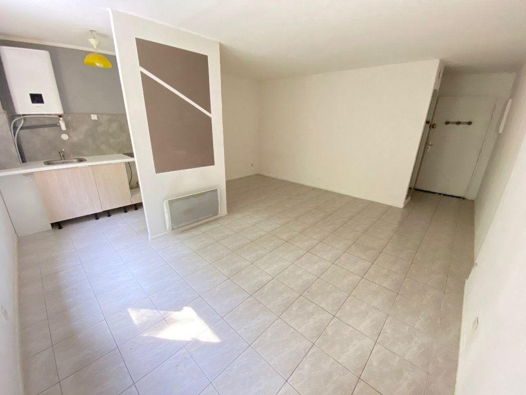 Appartement à louer 1 34m2 à Grasse vignette-2