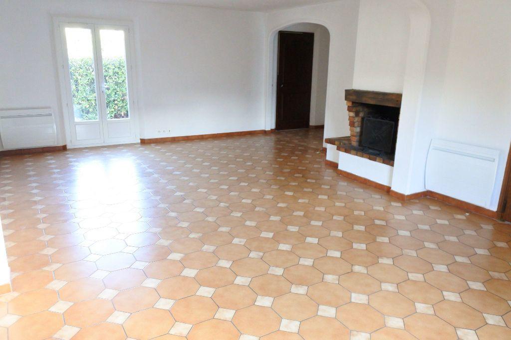 Maison à louer 4 114.4m2 à Mouans-Sartoux vignette-3
