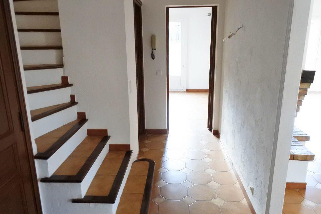 Maison à louer 4 114.4m2 à Mouans-Sartoux vignette-7