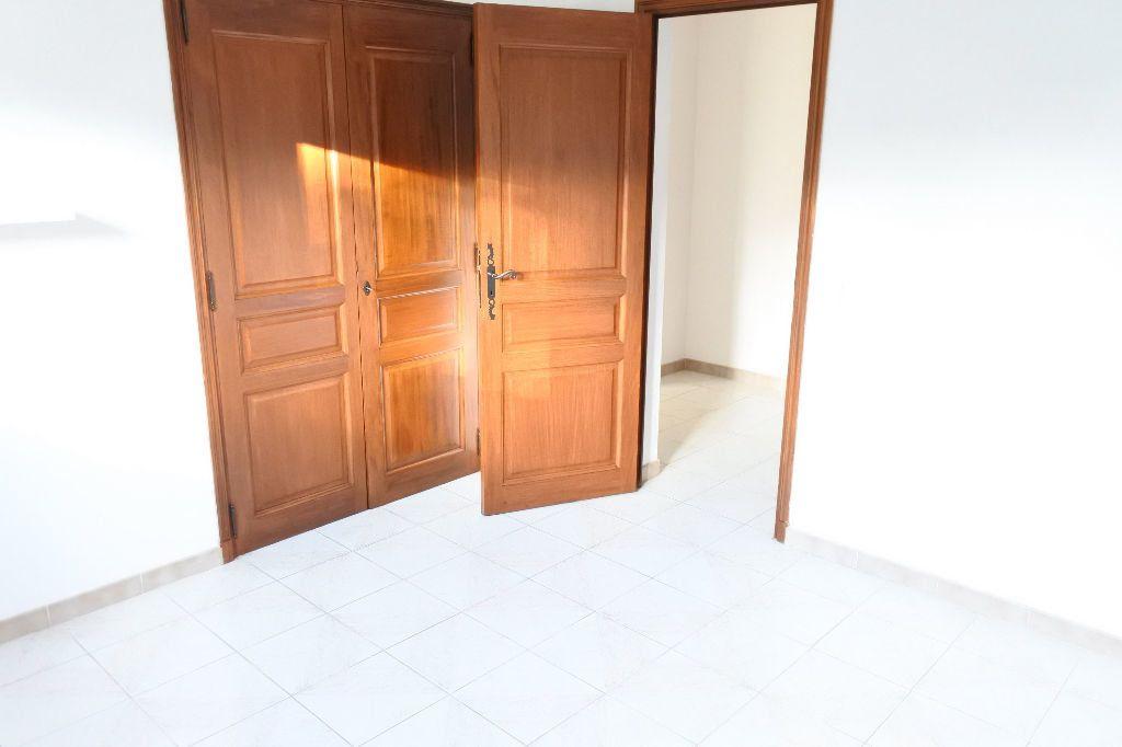 Maison à louer 4 114.4m2 à Mouans-Sartoux vignette-8