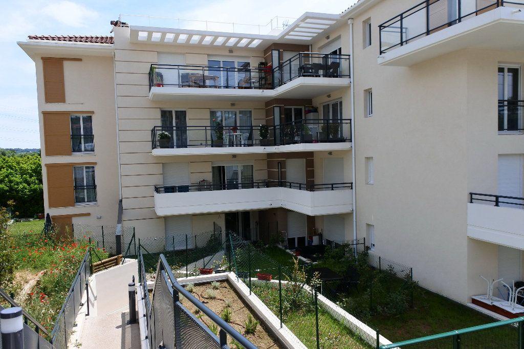 Appartement à louer 3 58.32m2 à Grasse vignette-1