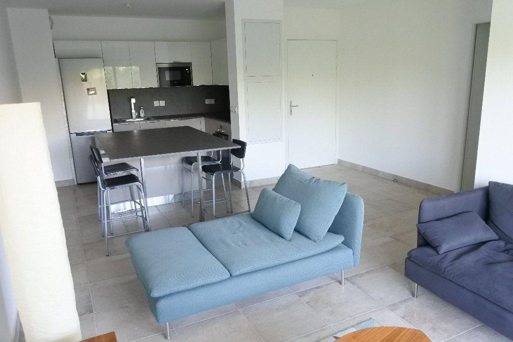 Appartement à louer 3 58.32m2 à Grasse vignette-2