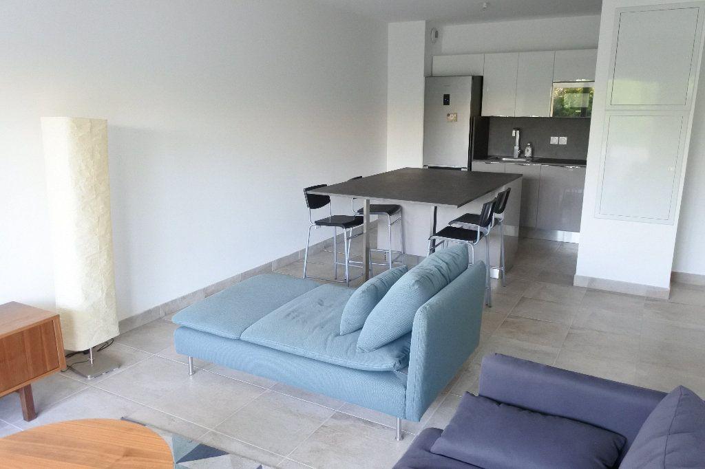 Appartement à louer 3 58.32m2 à Grasse vignette-3