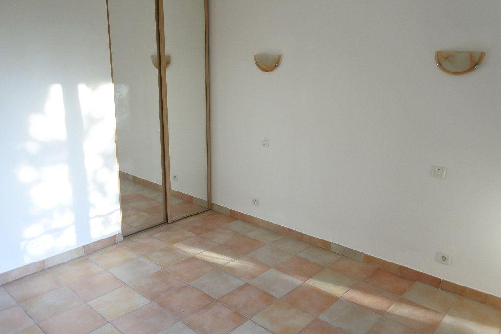 Appartement à louer 4 83.4m2 à Grasse vignette-3